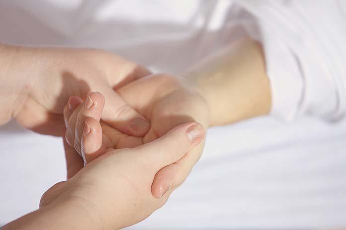Co oznacza drętwienie palców i jakie są metody leczenia