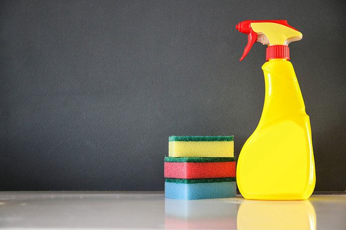 Jak rozsądnie i bezpiecznie postępować ze środkami czystości?