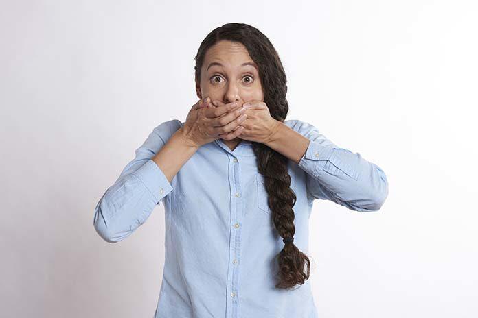 Najczęstsze przyczyny powstawania aft w jamie ustnej