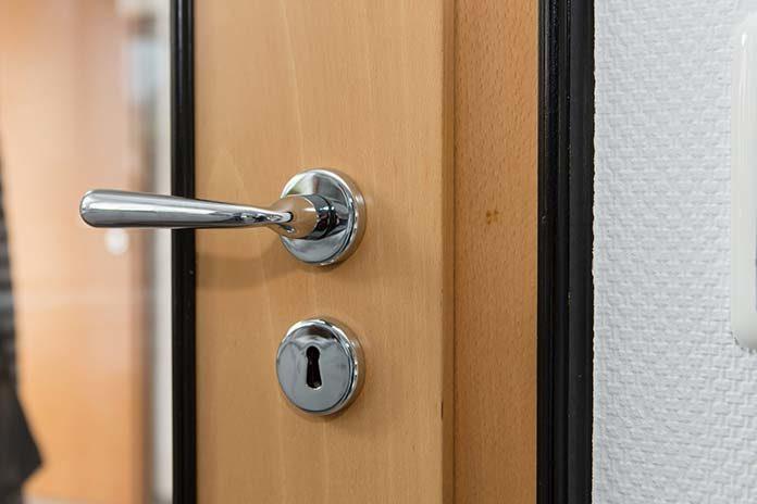 Na co zwrócić uwagę przed zakupem drzwi wejściowych do domu?