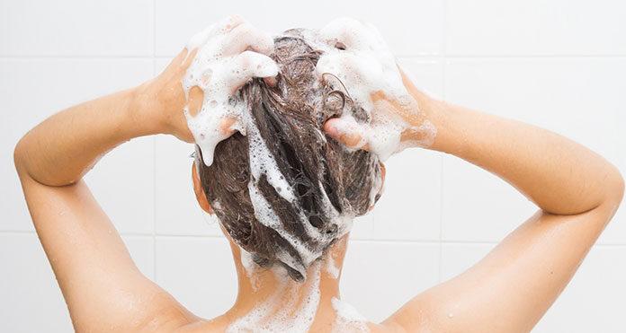 Jak wybrać najlepszy szampon do suchych włosów