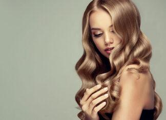 Modne refleksy na włosach – gorący trend