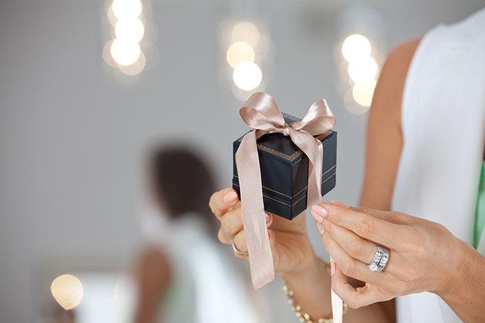 Biżuteria dla kobiety – jak wybrać najlepszą